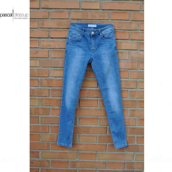 jeans aderente-01